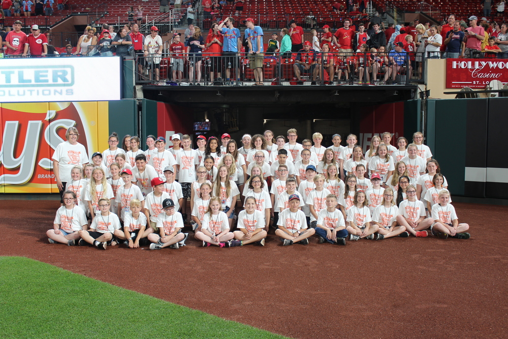 5th Grade Chorus Sings at the Cardinal Game